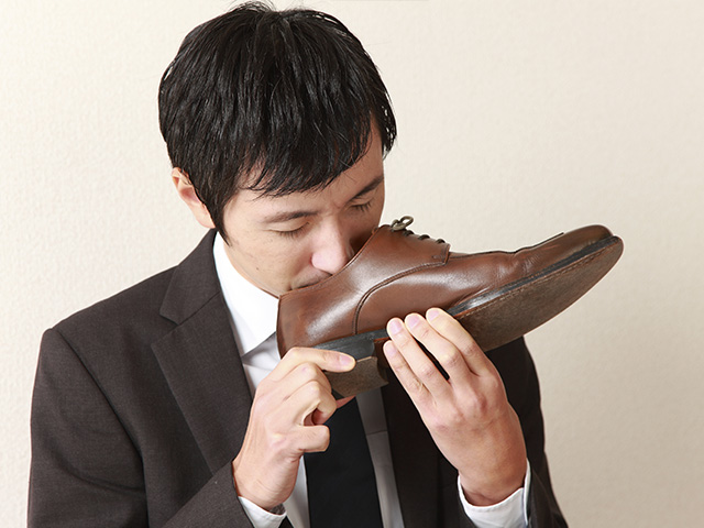 0875b7d4 Si el zapato que estás por comprar huele a químicos, probablemente no  cuenta con piel genuina.