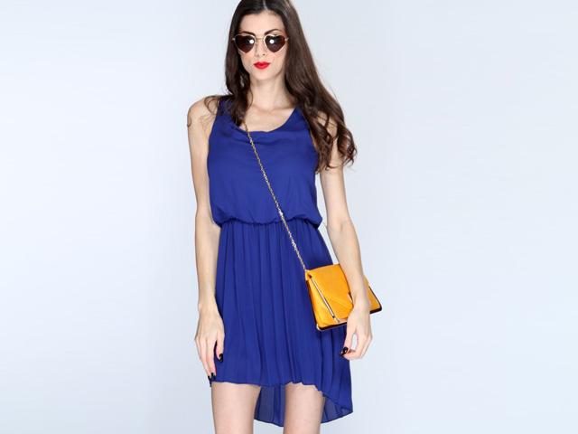 Q zapatos usar con un vestido azul