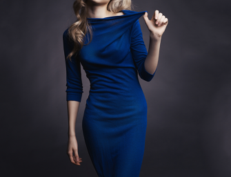 Qué zapatos usar con un vestido azul marino