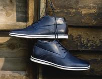 Cómo combinar zapatos color azul