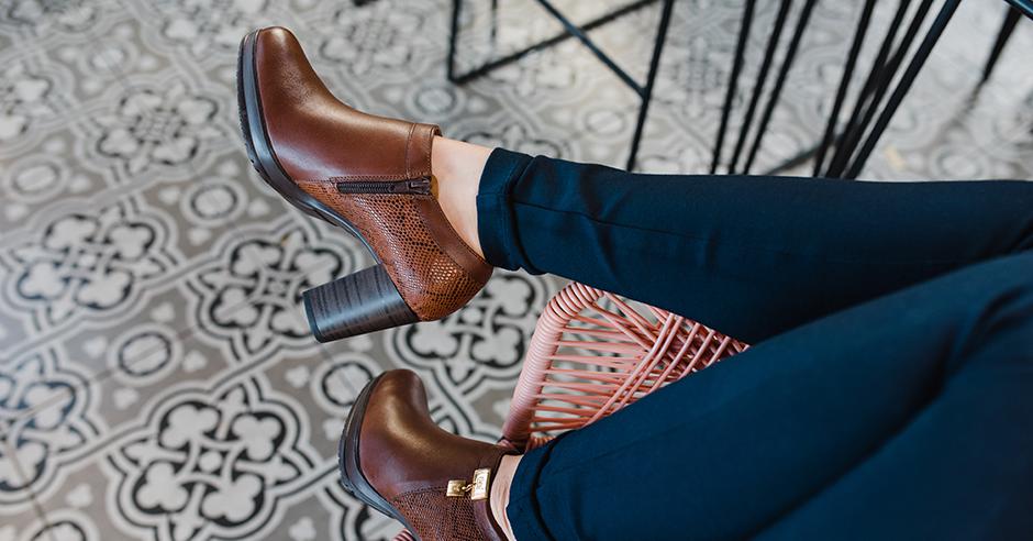 24d5886d86 3 outfits perfectos con zapatos cafés Flexi - Blog Flexi