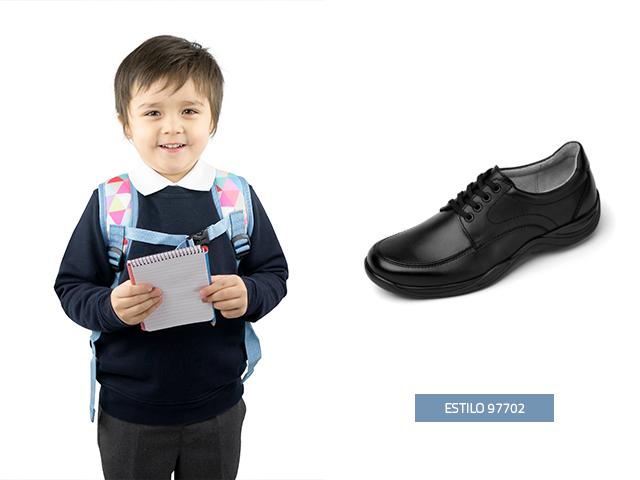 Si estas buscando zapatos para niños, para los días con actividades especiales y formales en el colegio, en Flexi encontrarás este modelo choclo para que tu pequeño luzca impecable