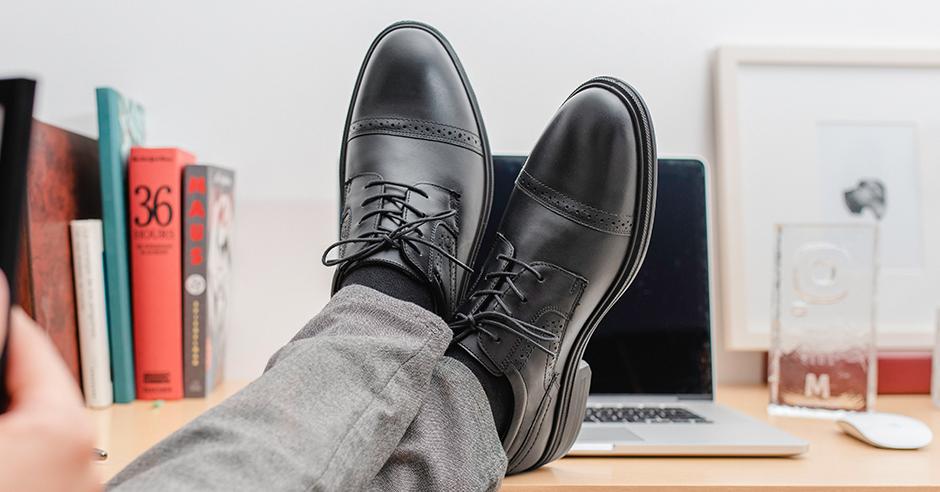 7a9267a34c888 Buscar zapatos de moda para hombre puede resultar un poco intimidante ya  que no siempre estamos acostumbrados a probarnos miles de pares hasta  encontrar el ...