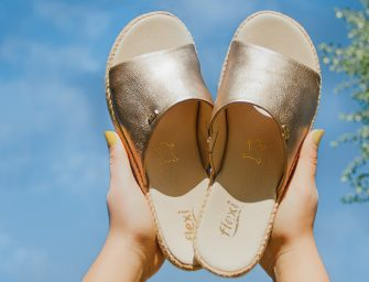 Combina tus blusas de moda 2019 con unas sandalias Flexi