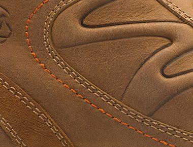 b837dc81 ... puedes aplicar restaurador de pieles grasas el cual también ayudará a proteger  tus zapatos del sol, evitando que se resequen o se partan.