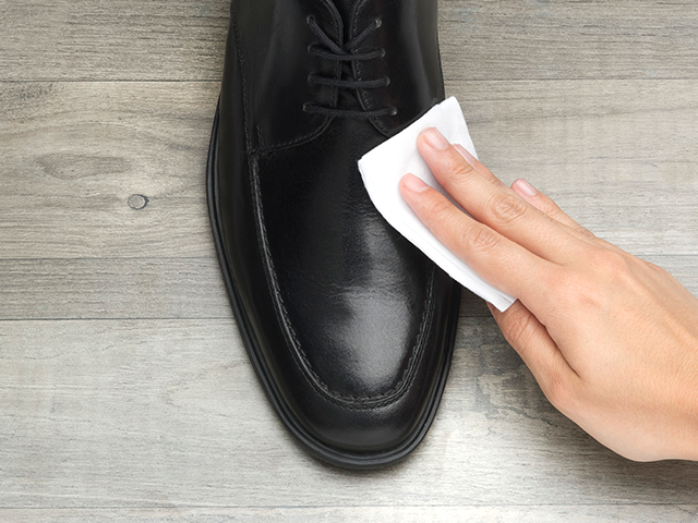 how to clean leather shoes white
